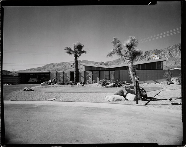Palmer & Krisel Twin Palms tractr home. Photo by Julius Shulman. Getty Museum